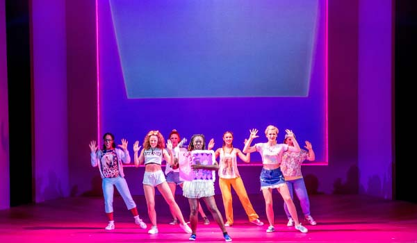 legally-blonde-2017-show-image-1