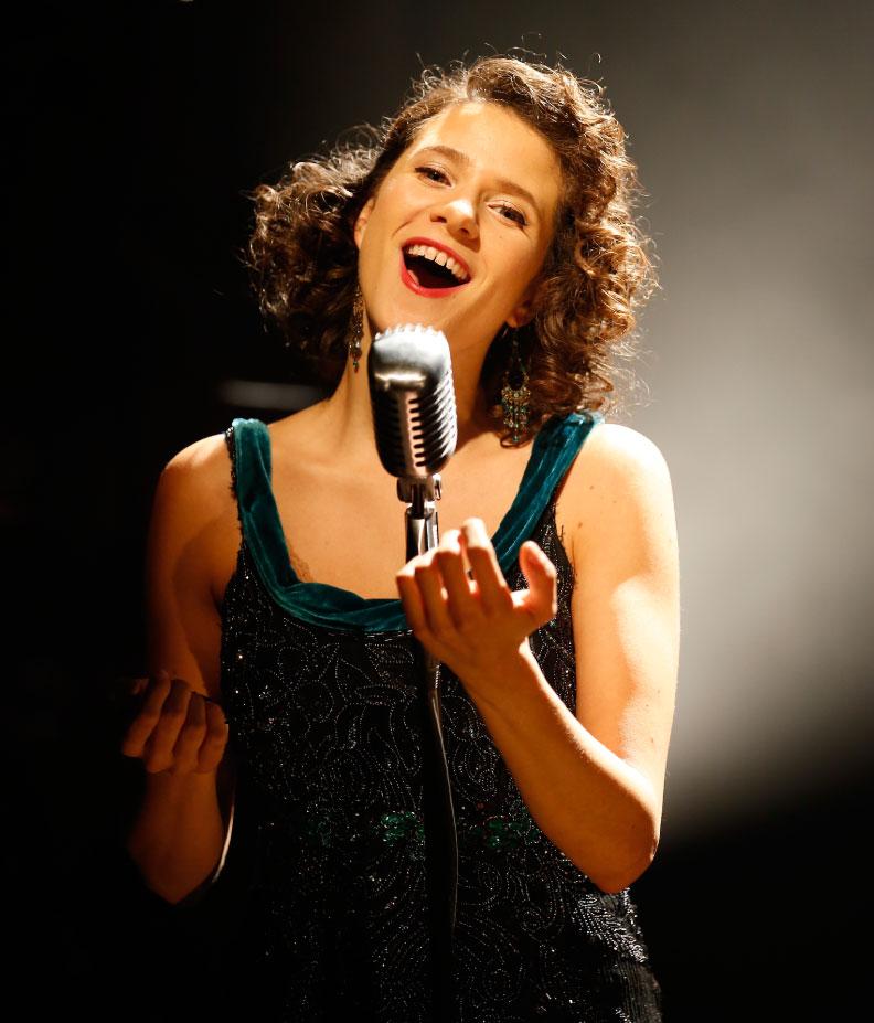 Cafe Society Swing - Singer 1